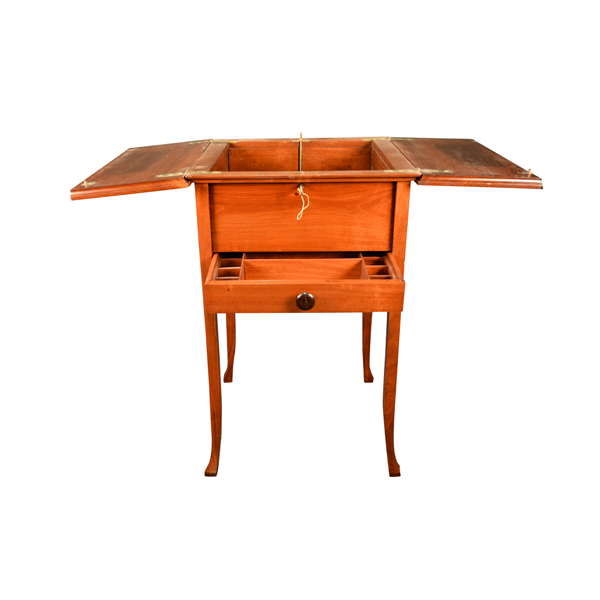 English, Mahogany Wood, Gentleman's Dressing Table With The Top When Opened Revealing A Mechanical Rising Interior With A Single Drawer.